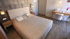 Materassi Select Comfort, una cassaforte in camera, una scrivania