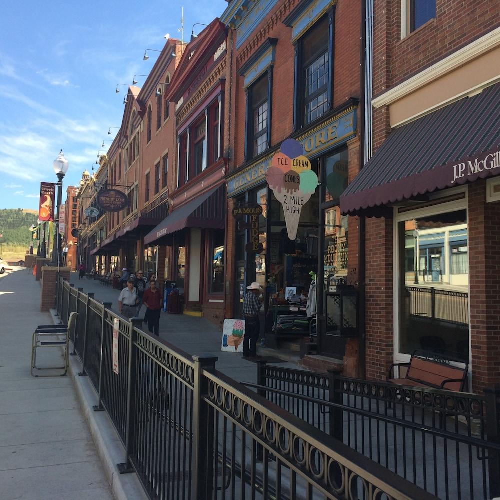 Book Midnight Rose Mcgills Hotel Colorado Springs Deals