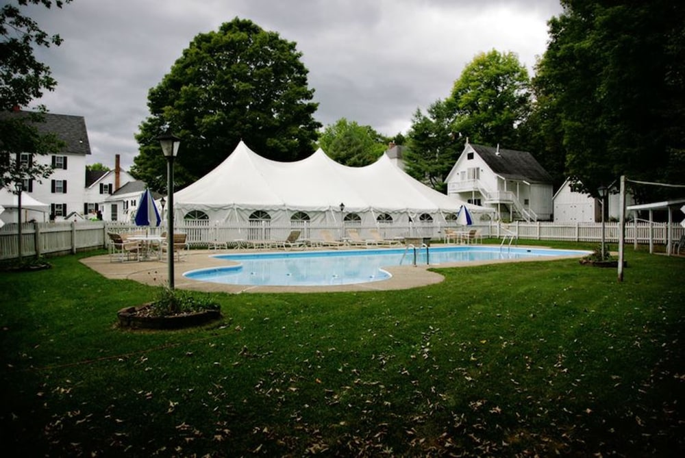 Outdoor Pool, Echo Lake Inn