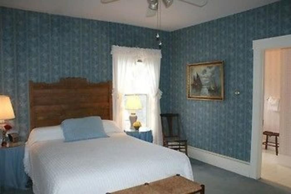 Room, Echo Lake Inn