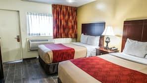 Zimmersafe, Schreibtisch, Bügeleisen/Bügelbrett, kostenlose Babybetten