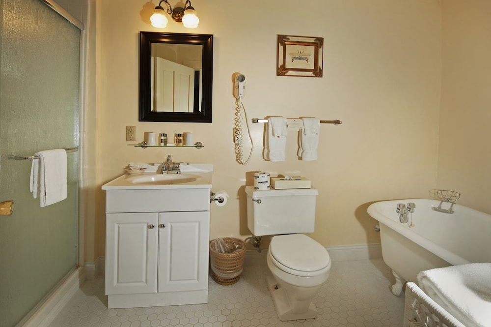 Bathroom, The Wentworth