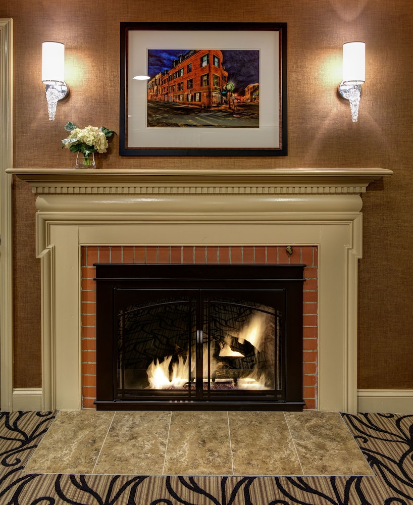 Fireplace, Port Inn and Suites Portsmouth, Ascend Hotel Collection