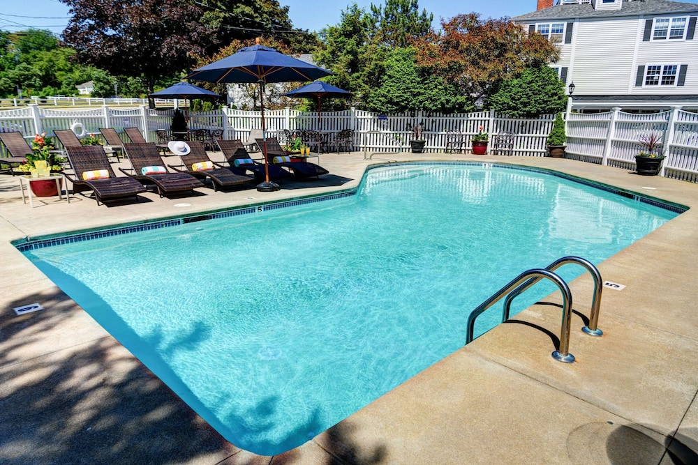 Pool, Port Inn and Suites Portsmouth, Ascend Hotel Collection