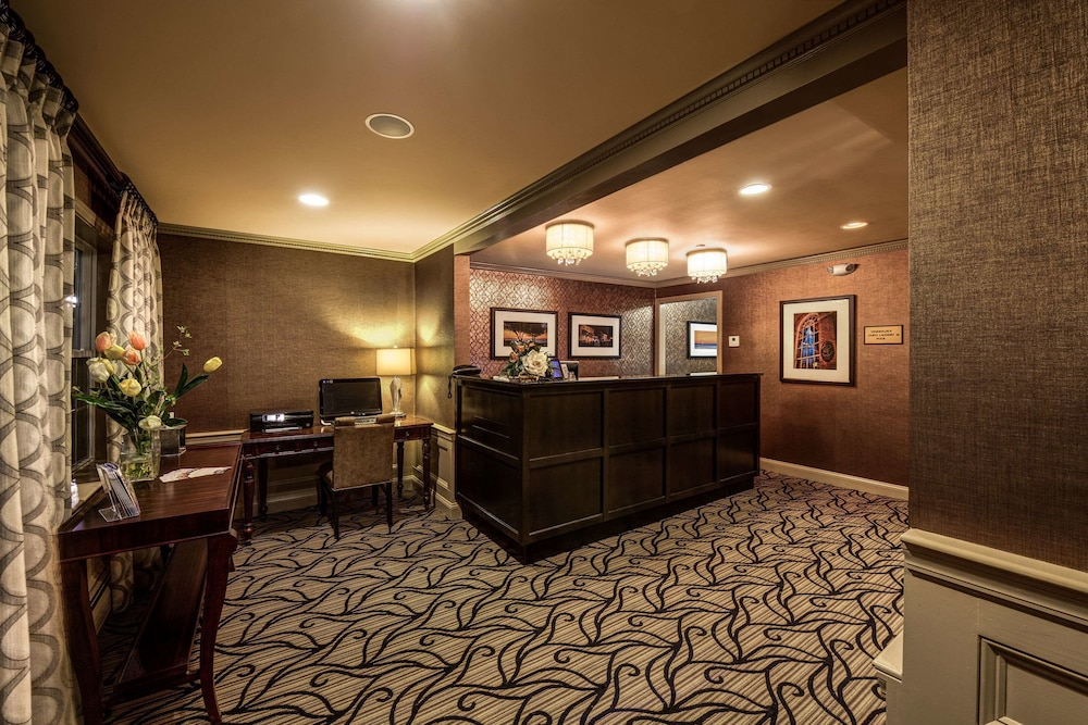 Lobby, Port Inn and Suites Portsmouth, Ascend Hotel Collection