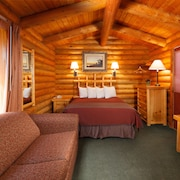 Cabin - , 1 Queen Bed with Sofabed - Guestroom