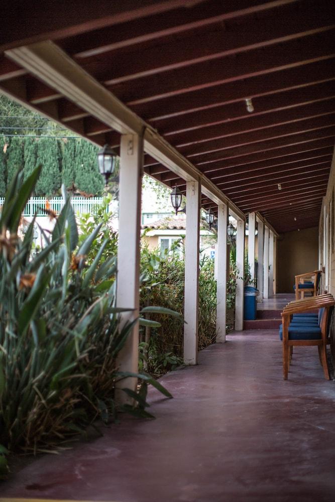El Patio Inn Studio City Hotel