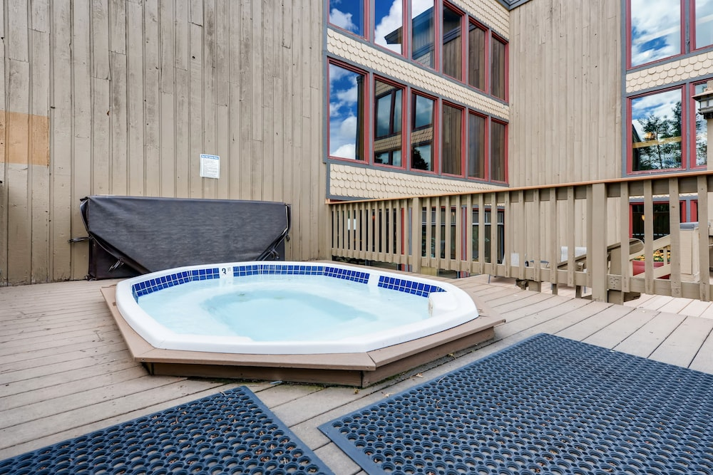 Outdoor Spa Tub, Atrium Condominiums