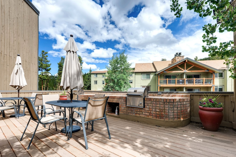 BBQ/Picnic Area, Atrium Condominiums