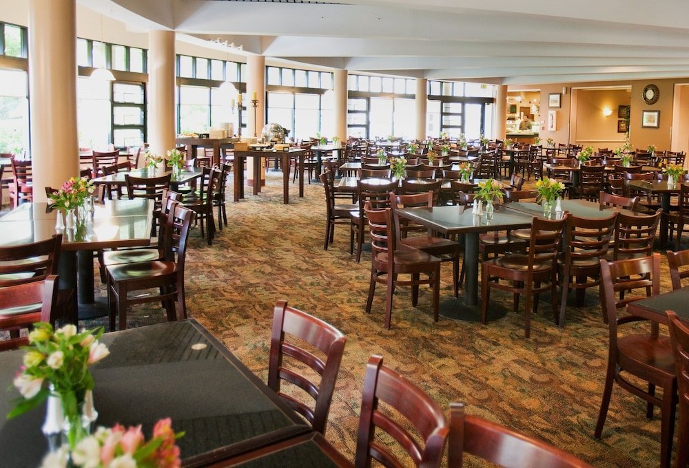 Dining, William F. Bolger Center
