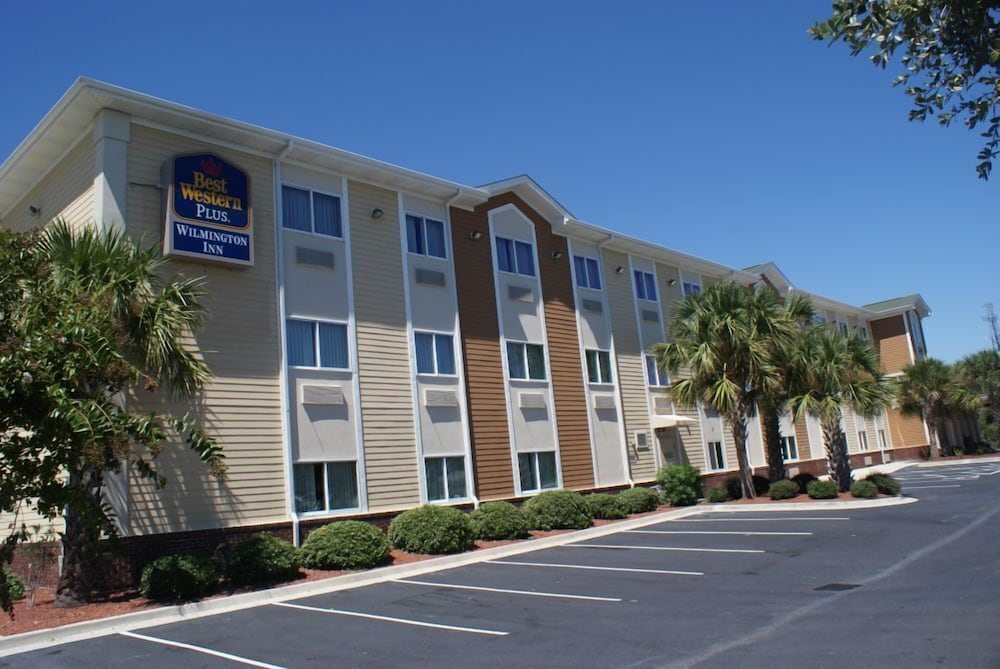 Parking, Best Western Plus Wilmington/Carolina Beach