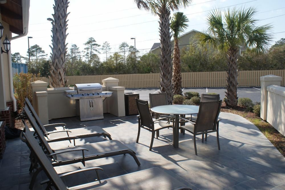 BBQ/Picnic Area, Best Western Plus Wilmington/Carolina Beach