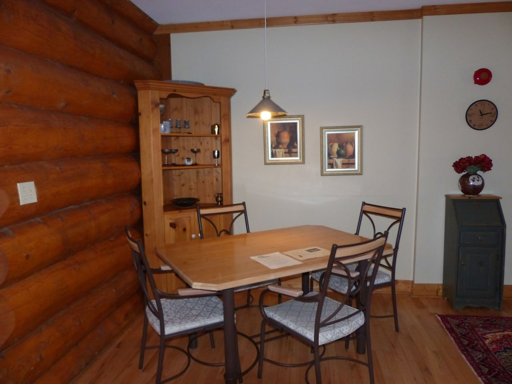 In-Room Dining, Inn on the Lake