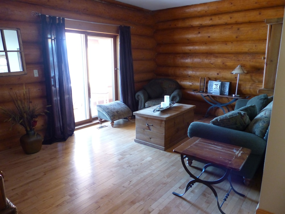 Living Area, Inn on the Lake