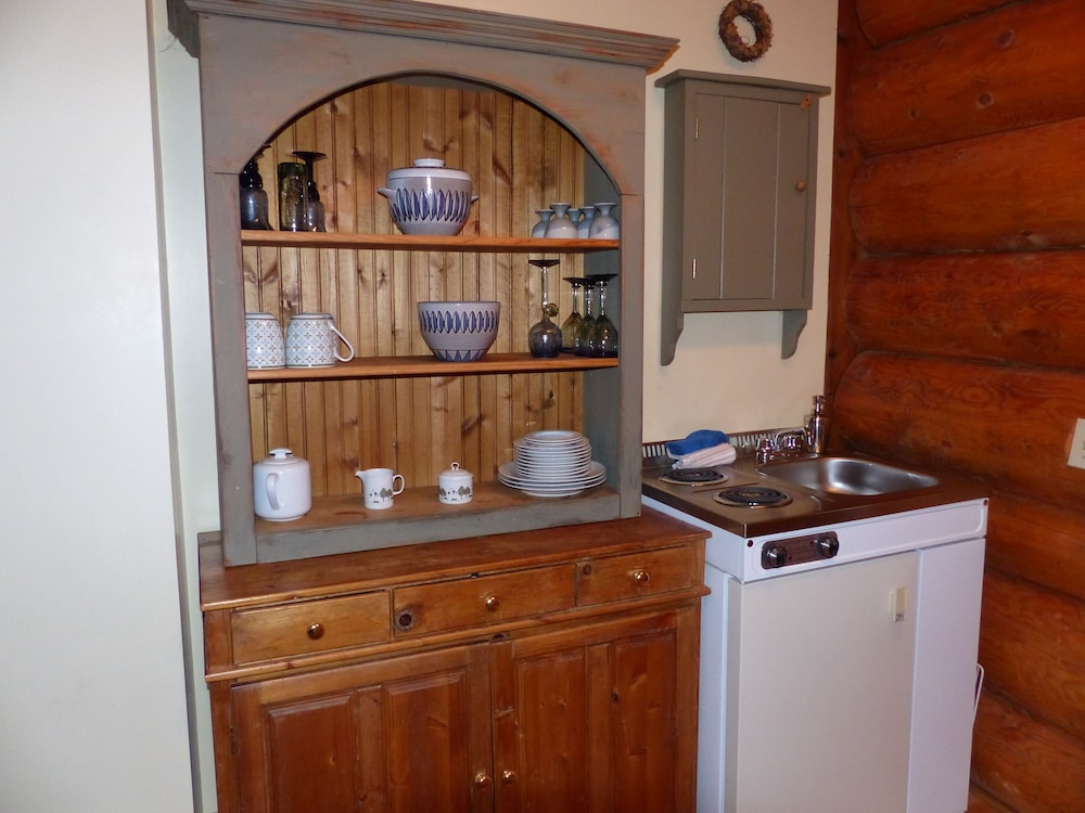 Private Kitchenette, Inn on the Lake