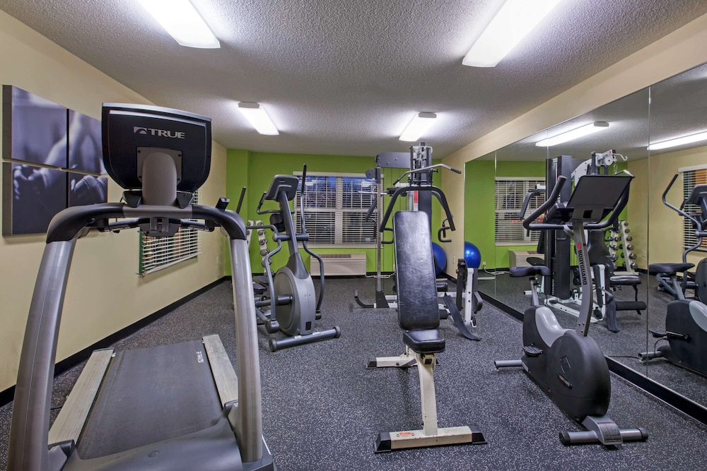 Fitness Facility, Country Inn & Suites by Radisson, Mason City, IA
