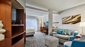 防敏寢具、房內夾萬、書桌、手提電腦工作空間