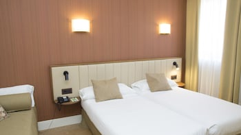 Standard Room, 2 Single Beds, Non Smoking - Guestroom