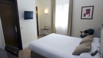 Standard Room, 1 Double Bed, Non Smoking - Guestroom