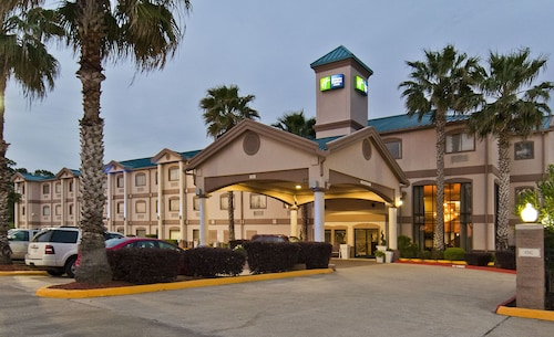 Great Place to stay Holiday Inn Express Hotel & Suites Lake Charles near Lake Charles