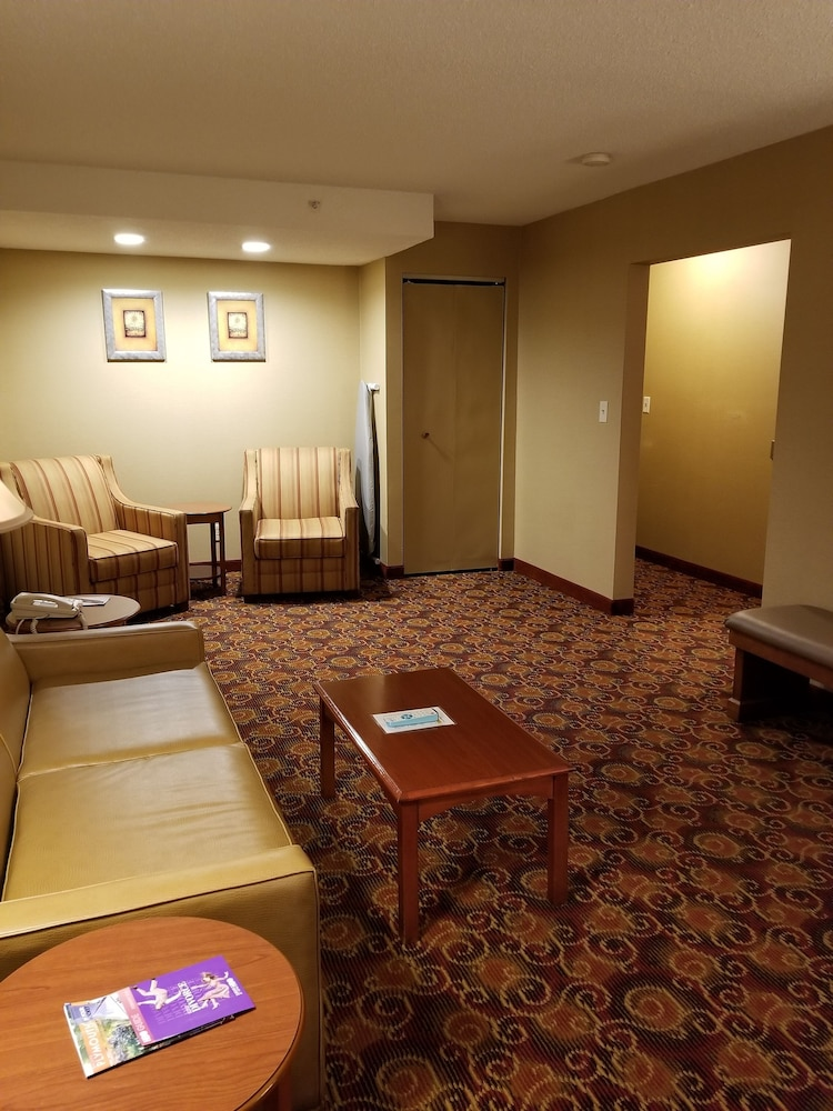Lobby Sitting Area, Best Western Plus The Inn at Sharon/Foxboro