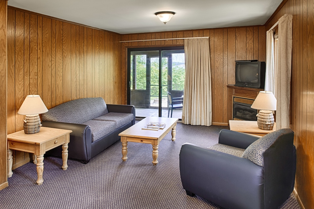 Living Area, Deer Creek Lodge & Conference Center
