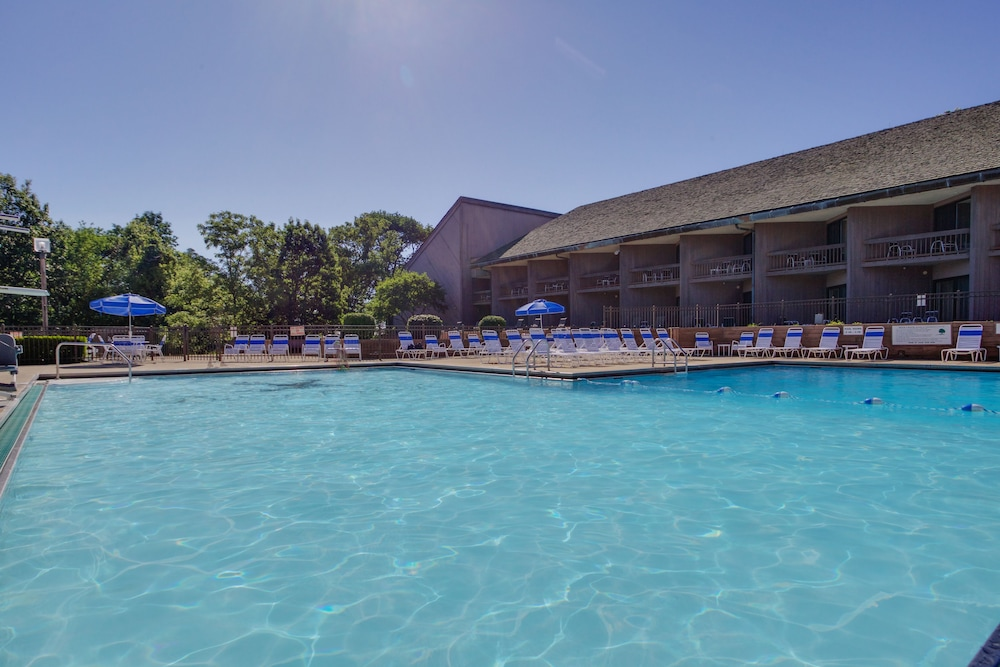 Outdoor Pool, Deer Creek Lodge & Conference Center