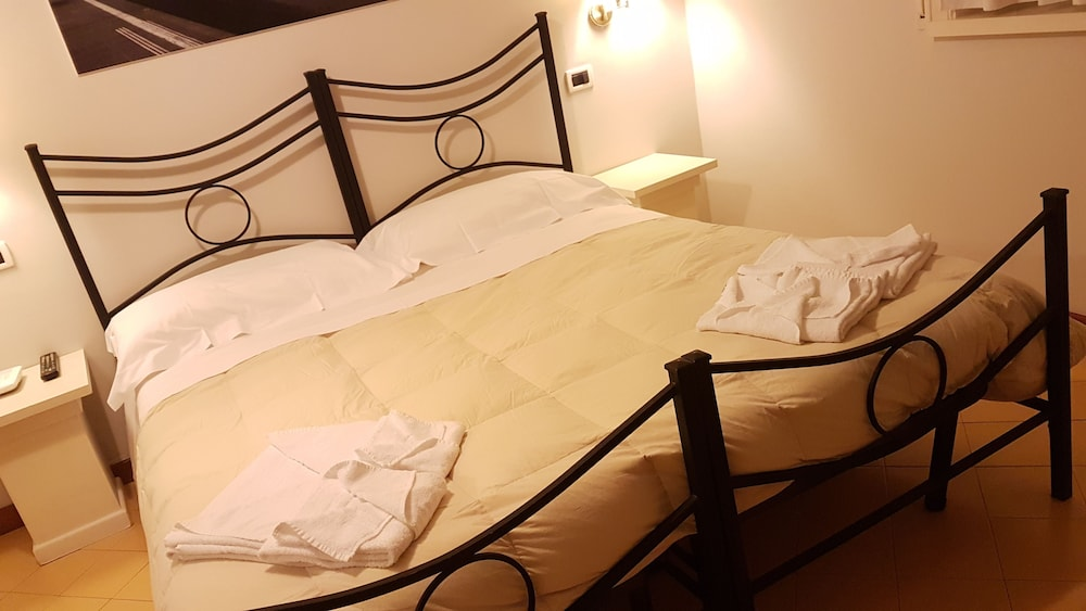 lamezia terme chat rooms Hotels in lamezia terme: book online hotel in lamezia terme at la vacanza travel with best deals and offers check lamezia terme hotels price, reviews, available rooms, rates, maps, view hotel photos and other information.
