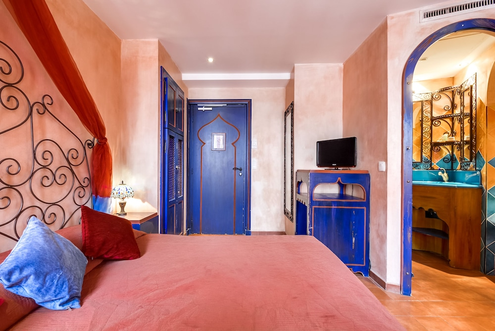 Villa royale montsouris in paris hotel rates reviews for Villa royale