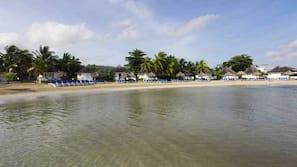 Privatstrand, Liegestühle, Strandtücher, Schnorcheln