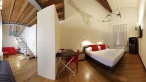 Frette Italian sheets, premium bedding, minibar, individually decorated