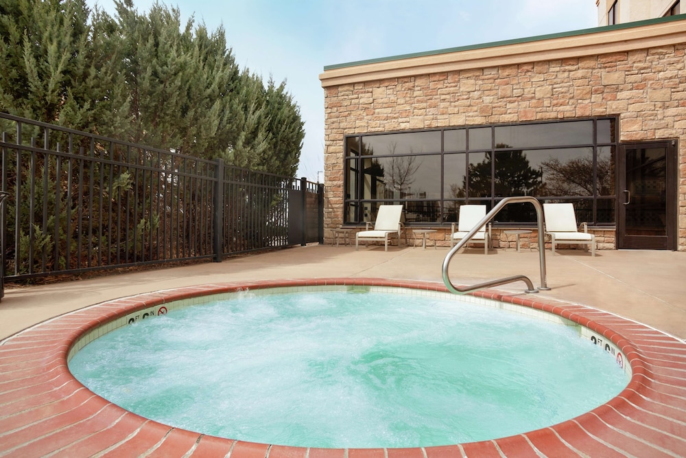 Outdoor Spa Tub, Embassy Suites by Hilton Denver International Airport