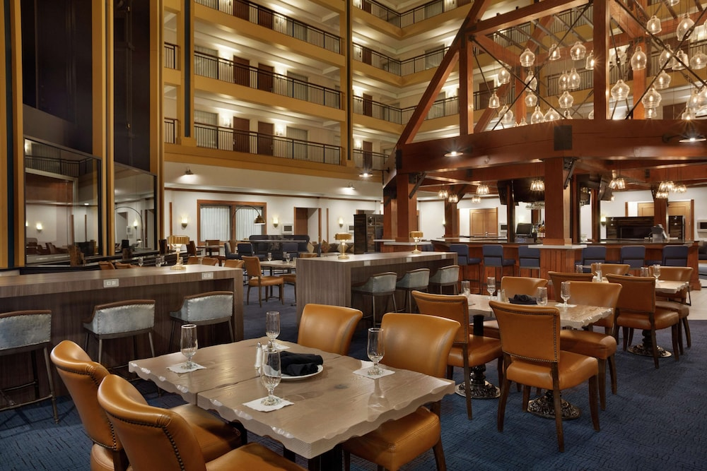 Restaurant, Embassy Suites by Hilton Denver International Airport