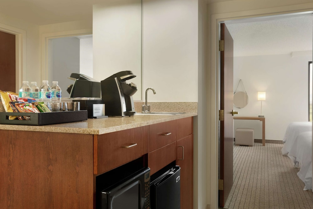 Private Kitchen, Embassy Suites by Hilton Denver International Airport