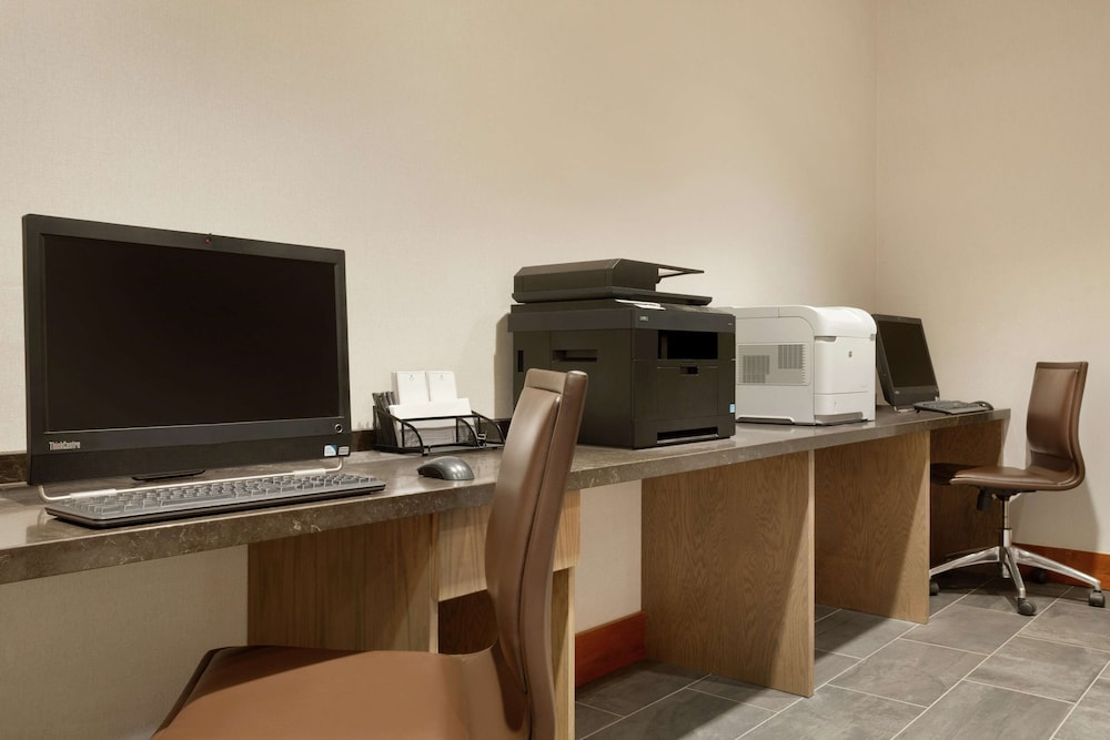 Business Center, Embassy Suites by Hilton Denver International Airport
