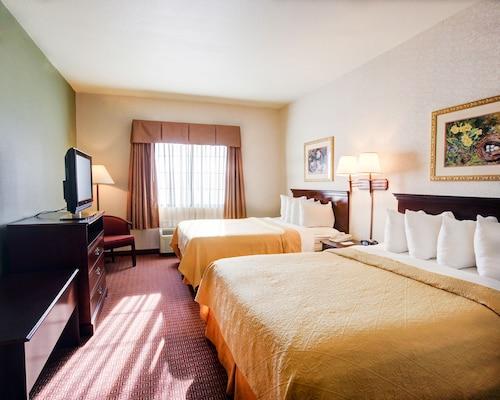 Quality Inn & Suites, Near University
