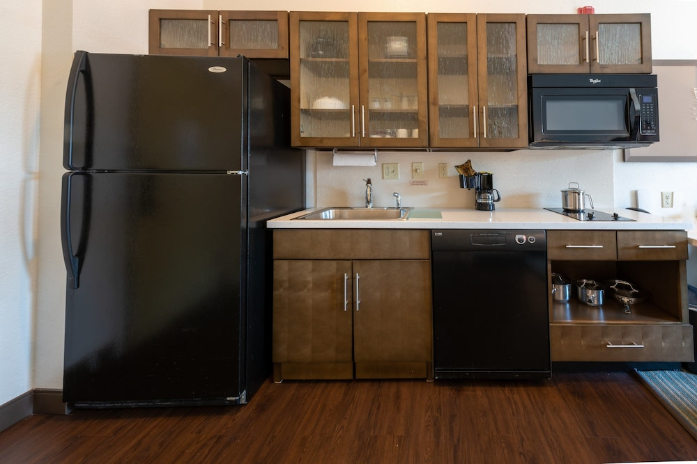 Private Kitchen, Candlewood Suites West Springfield, an IHG Hotel