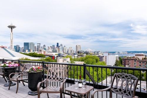 Great Place to stay Mediterranean Inn near Seattle