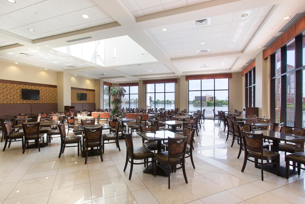 Breakfast Area, Ramada Plaza Resort & Suites by Wyndham Orlando Intl Drive