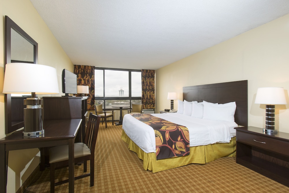 Room, Ramada Plaza Resort & Suites by Wyndham Orlando Intl Drive