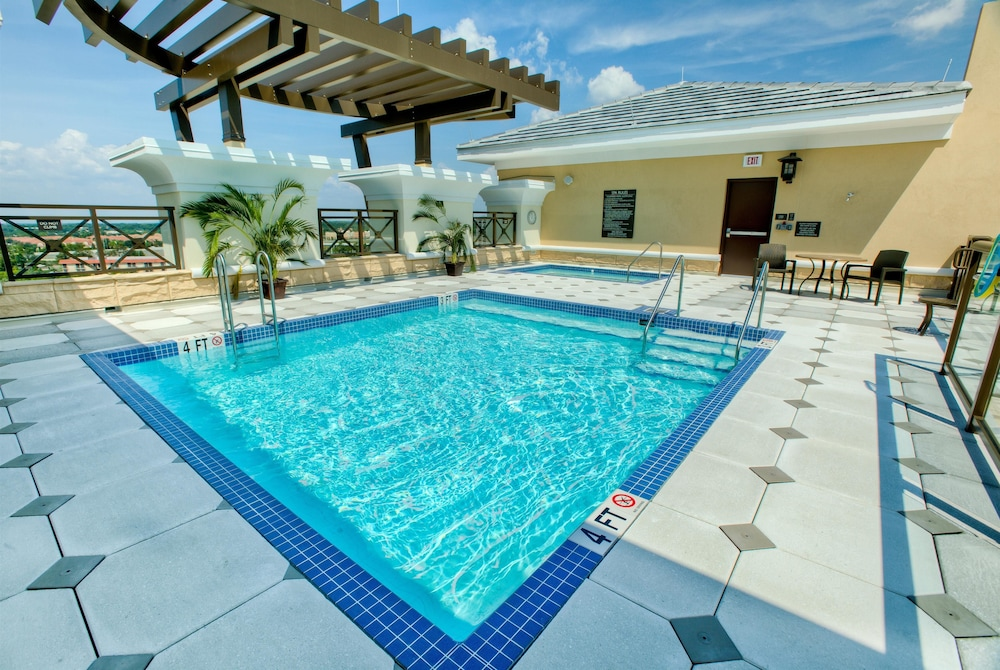 Pool, Ramada Plaza Resort & Suites by Wyndham Orlando Intl Drive