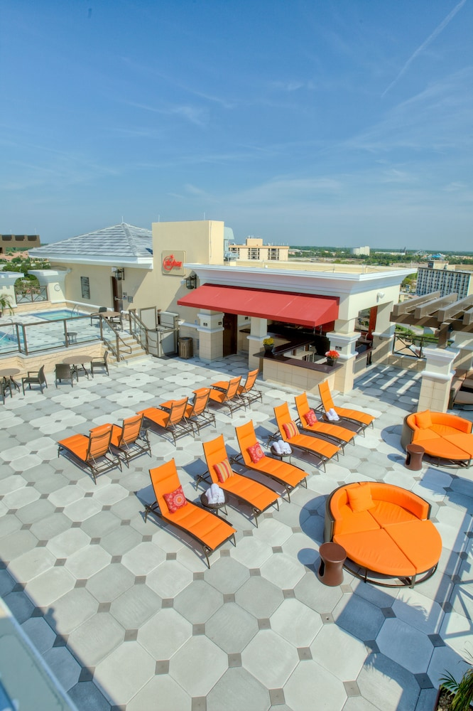 Poolside Bar, Ramada Plaza Resort & Suites by Wyndham Orlando Intl Drive