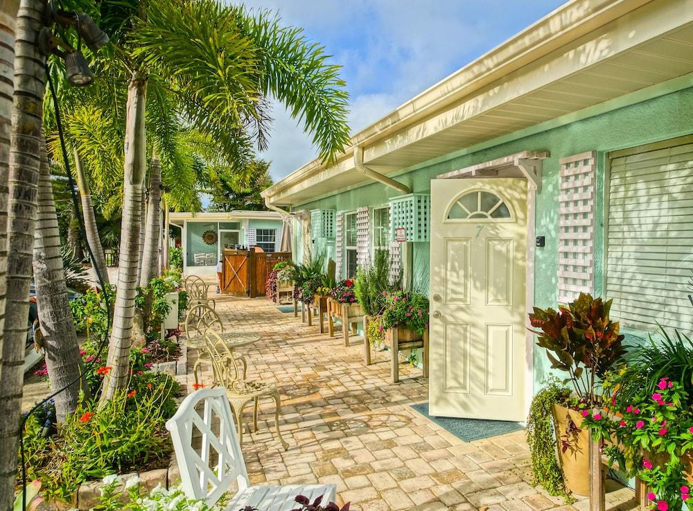 Fantastic Haleys Couples Retreat Sarasota 2019 Hotel Prices Theyellowbook Wood Chair Design Ideas Theyellowbookinfo