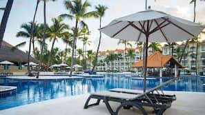 3 個室外泳池;07:00 至 19:00 開放;泳池傘、躺椅