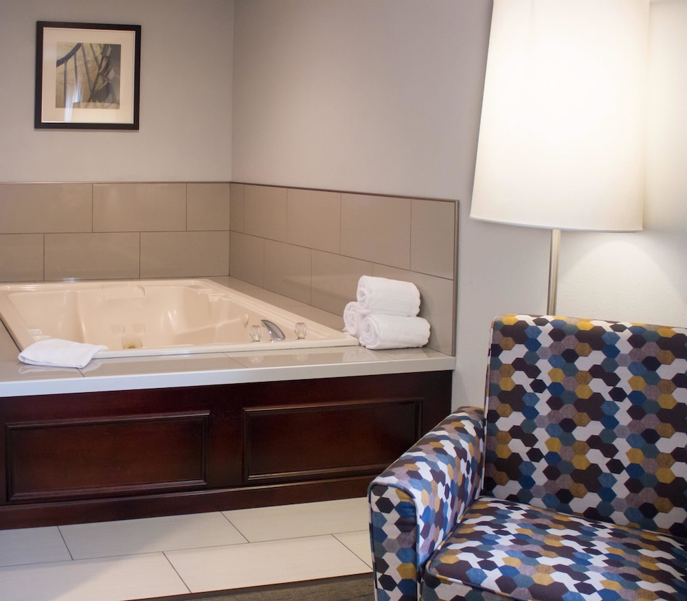 Jetted Tub, Best Western Toledo South Maumee