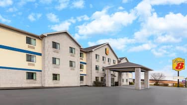 Super 8 by Wyndham Uniontown PA
