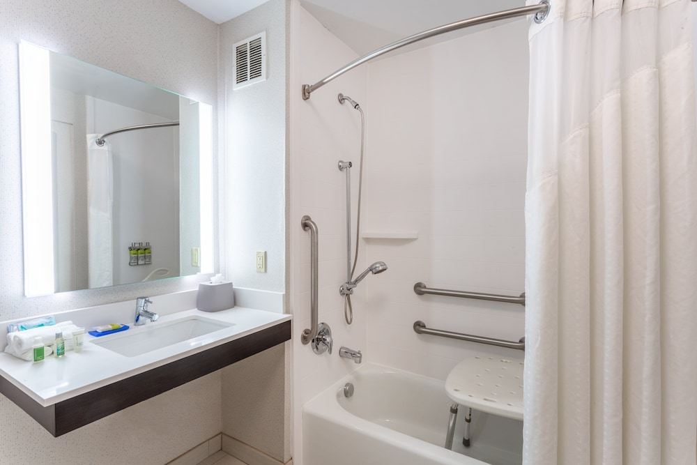 Bathroom, Holiday Inn Express & Suites White Haven - Poconos, an IHG Hotel