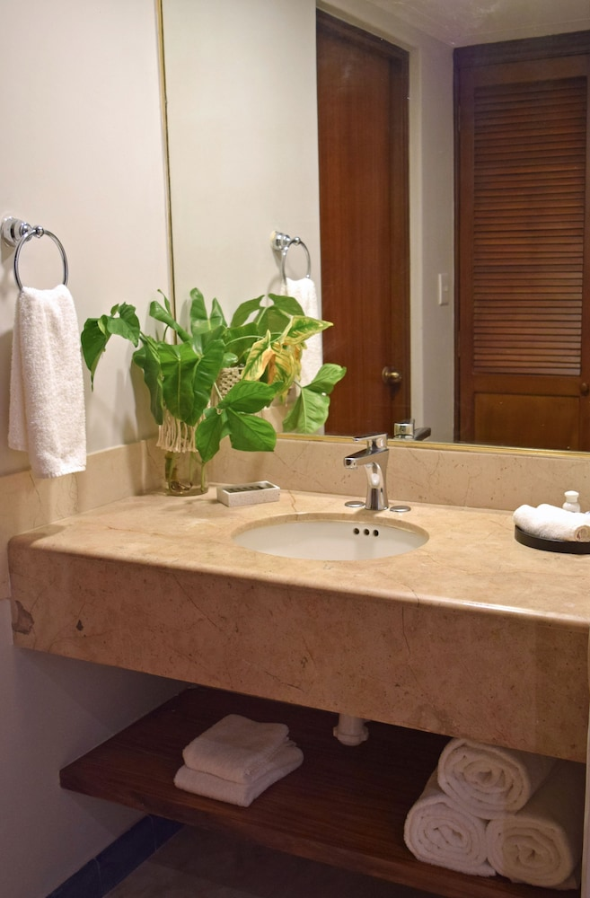 Bathroom, Reef Yucatan All Inclusive Hotel and Convention Center