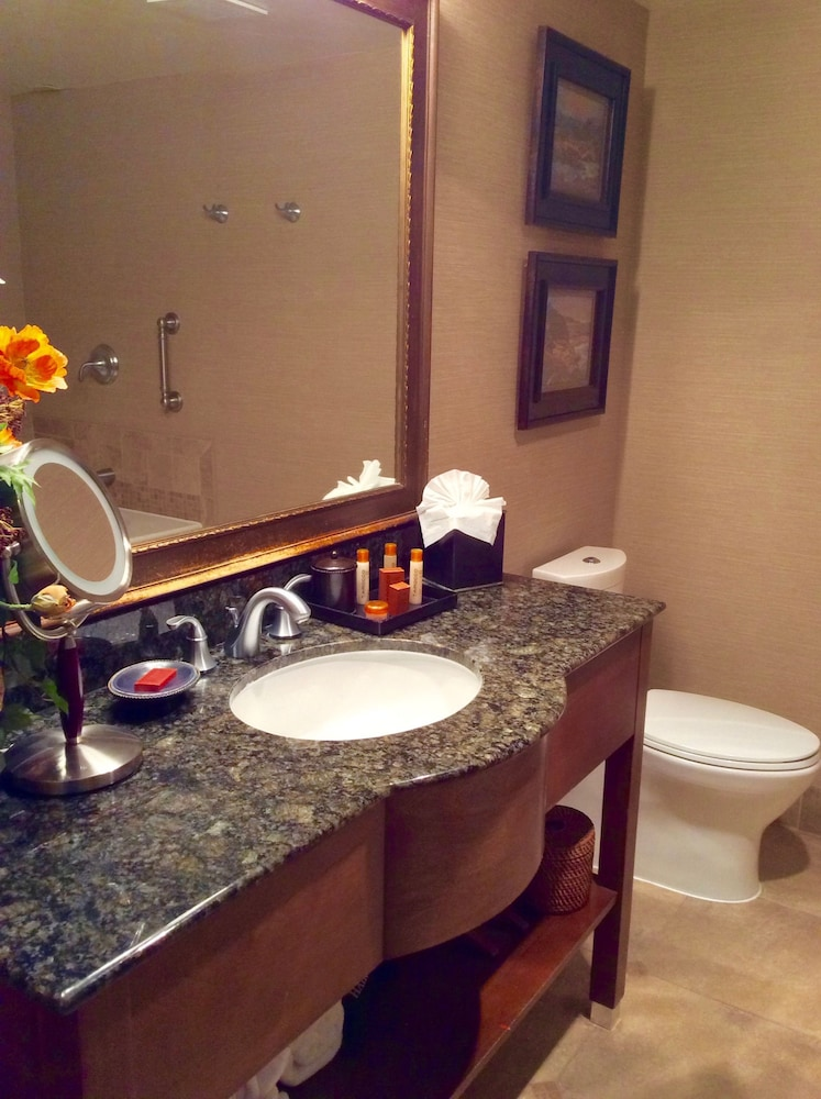 Bathroom, Blue Dolphin Inn