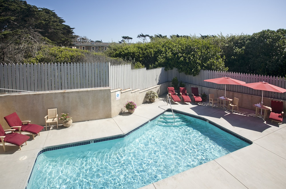 Outdoor Pool, Pelican Inn & Suites